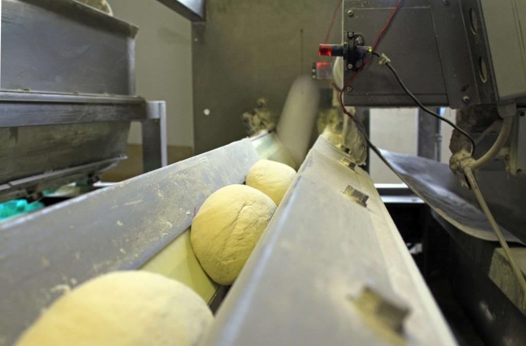 Dough rounding machine