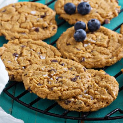 Gluten-free cookies do not use wheat flour and contain less than 20 ppm gluten.